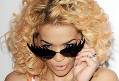 Steal Rita Ora's Look: Blonde Hair Dark Eyebrows