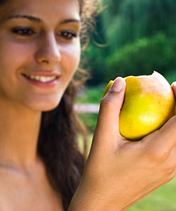 3 Brilliant Apple Cider Vinegar Beauty Fixes