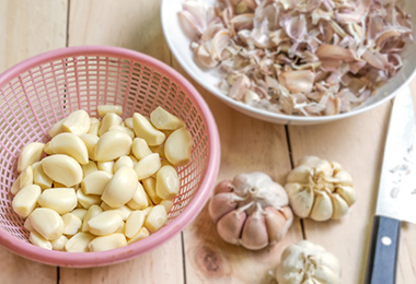 Can You Use Garlic to Stimulate Your Scalp?